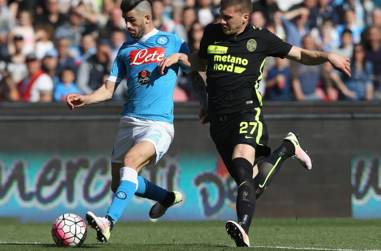 NAPLES, ITALY - APRIL 10:  Elseid  Hysaj (L) of Napoli competes for the ball with Ante Rebic of Verona during the Serie A match between SSC Napoli and Hellas Verona FC at Stadio San Paolo on April 10, 2016 in Naples, Italy.  (Photo by Maurizio Lagana/Getty Images)