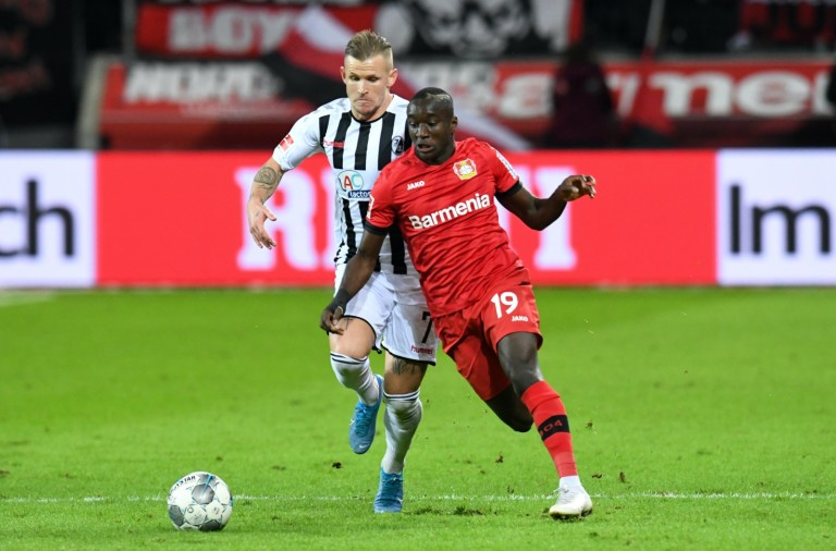 Moussa Diaby  Bayer 04 Leverkusen  im Zweikampf mit Jonathan Schmid  SC Freiburg . 23.11.2019, Fussball, 1. Bundesliga, Bayer 04 Leverkusen vs SC Freiburg DFL REGULATIONS PROHIBIT ANY USE OF PHOTOGRAPHS AS IMAGE SEQUENCES AND/OR QUASI-VIDEO 23.11.2019, Fussball, 1. Bundesliga, Bayer 04 Leverkusen vs SC Freiburg Leverkusen *** Moussa Diaby Bayer 04 Leverkusen in duel with Jonathan Schmid SC Freiburg 23 11 2019, football, 1 Bundesliga, Bayer 04 Leverkusen vs SC Freiburg DFL REGULATIONS PROHIBIT ANY USE OF PHOTOGRAPHS AS IMAGE SEQUENCES AND OR QUASI VIDEO 23 11 2019, football, 1 Bundesliga, Bayer 04 Leverkusen vs SC Freiburg Leverkusen Copyright: xThomasxThienelx/Eibner-Pressefotox EPttl